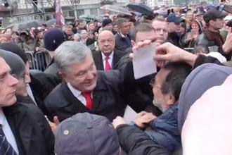 Вырвал фото: избирателю не дали задать вопрос Порошенко