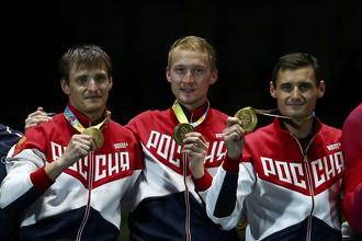 Мужская сборная России по фехтованию на рапирах в составе Алексея Черемисинова, Артура Ахматхузина и Тимура Сафина в финале командных соревнований Олимпийских игр в победила сборную Франции со счетом 45:41, выиграв золотую олимпийскую медаль.