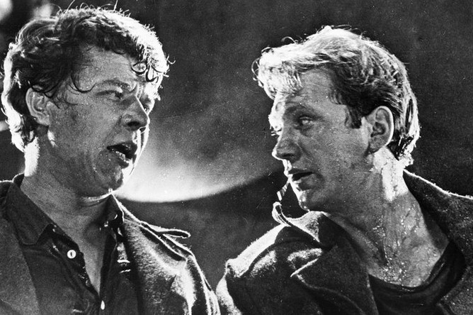 Актеры Игорь Охлупин (слева) и Леонид Дьячков (справа) на съемках фильма Юлия Карасика «Самый жаркий месяц», 1974 год