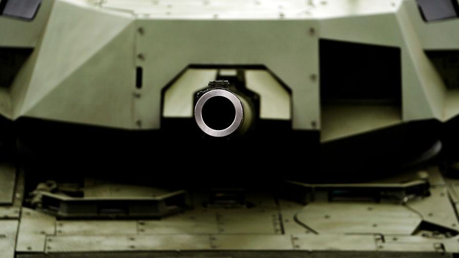Названы сроки серийных поставок танков «Армата» Минобороны России