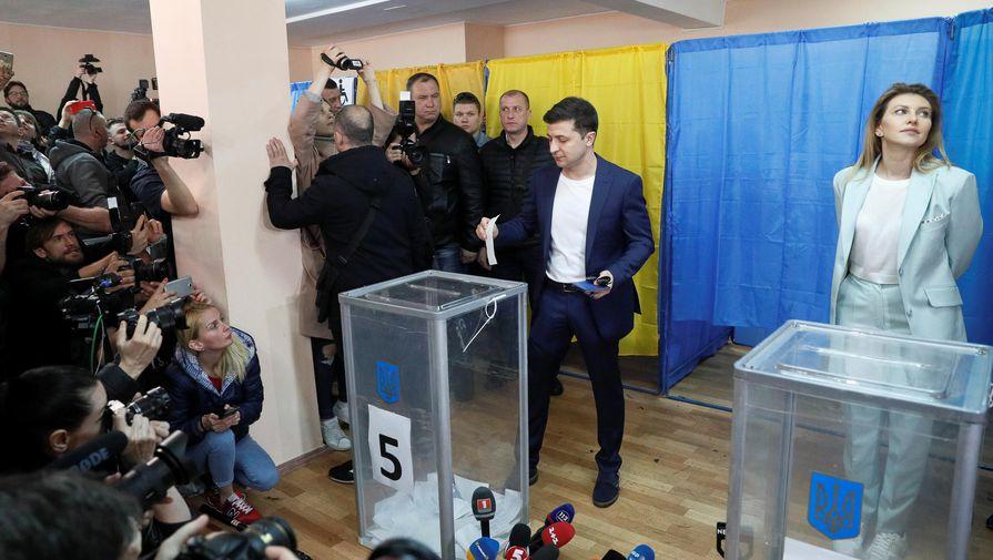 Выборы окончены? К Зеленскому пришла полиция