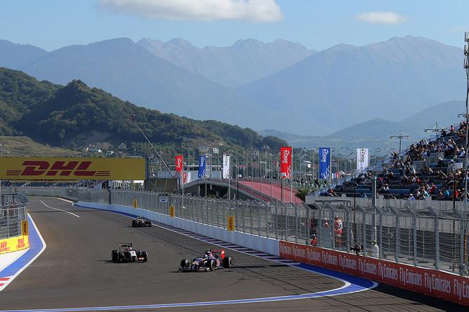 Свободные заезды на российском этапе чемпионата мира по кольцевым автогонкам в классе «Формула-1»