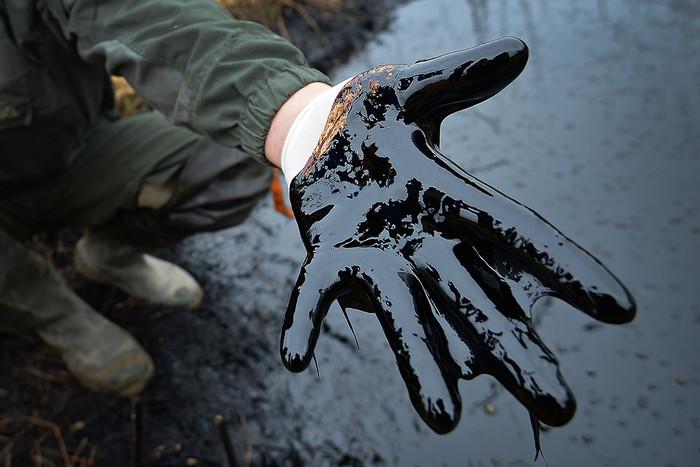 Цена на нефть упала ниже $64 за баррель
