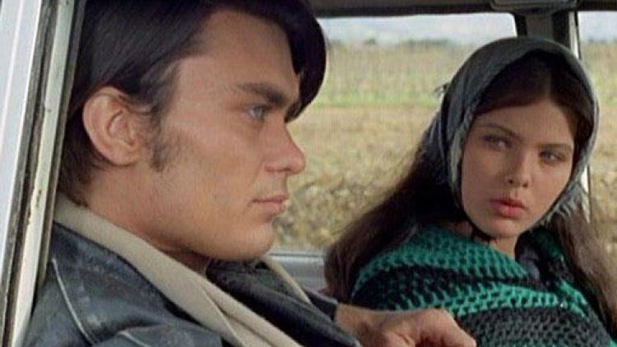 Первую роль 15-летняя Орнелла Мути сыграла в фильме «Самая красивая жена» (1970). Картина о сложных взаимоотношениях простых сицилийцев и членов мафии