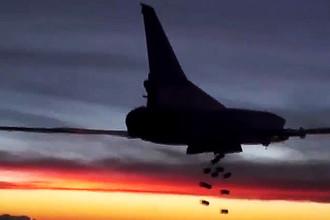 Дальний бомбардировщик Ту-22М3 дальней авиации Военно-космических сил России во время нанесения удара по объектам террористической группировки ИГ