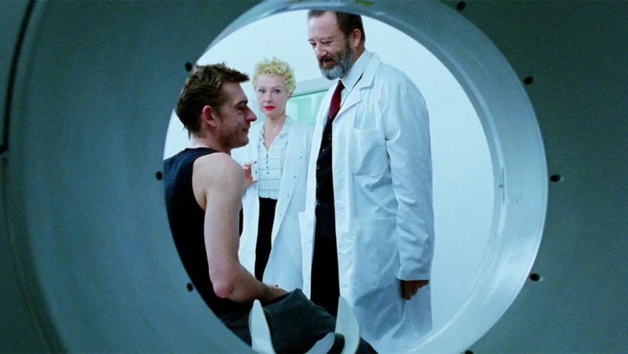В октябре 2008 года, во время съемок в фильме «Детство Икара» Депардье был госпитализирован в Бухаресте. Через несколько дней актер скончался от тяжелой формы пневмонии в возрасте 37 лет. На фото: кадр из фильма «Детство Икара» (2009)