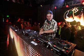 Диджей Avicii во время выступления на фестивале Park City Live в Юте, 2013 год