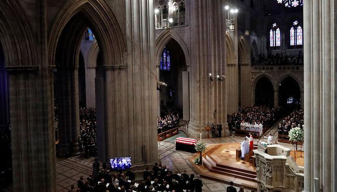 На похоронах сенатора Джона Маккейна, Вашингтон, США, 1 сентября 2018 года