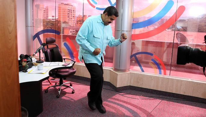 Президент Венесуэлы Николас Мадуро во время выступления в своей радиопрограмме во дворце Мирафлорес в Каракасе, 2016 год