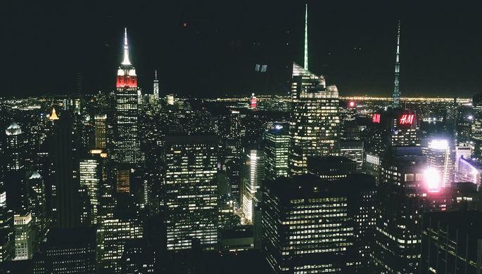 Вид на ночной Манхэттен со смотровой площадки Рокфеллеровского центра