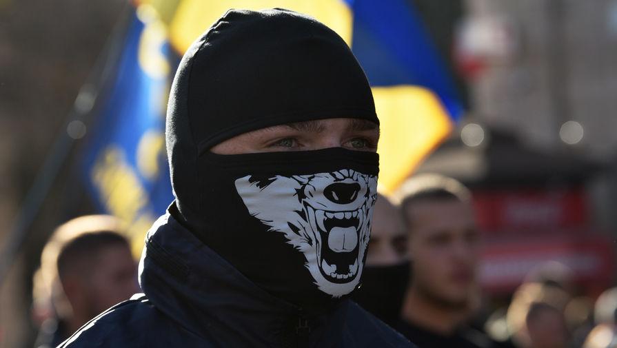 Участник марша в Киеве, приуроченного ко «Дню защитника Украины», 14 октября 2019 года