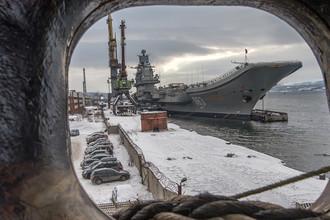 Российский тяжелый авианесущий крейсер «Адмирал Кузнецов» на 35-м судоремонтном заводе, 2016 год