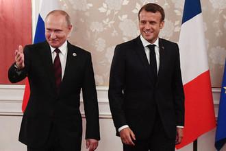 Президент России Владимир Путин и президент Франции Эммануэль Макрон во время встречи на полях саммита G20 в Осаке, 28 июня 2019 года