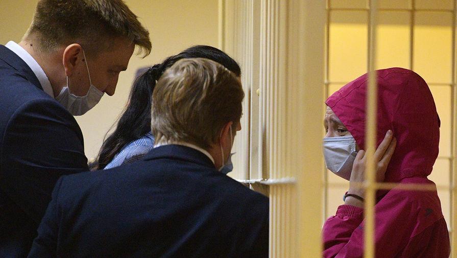 Обвиняемая в убийстве мужа-рэпера Энди Картрайта Марина Кохал во время избрания меры пресечения в Смольнинском районном суде в Санкт-Петербурге, 3 августа 2020 года