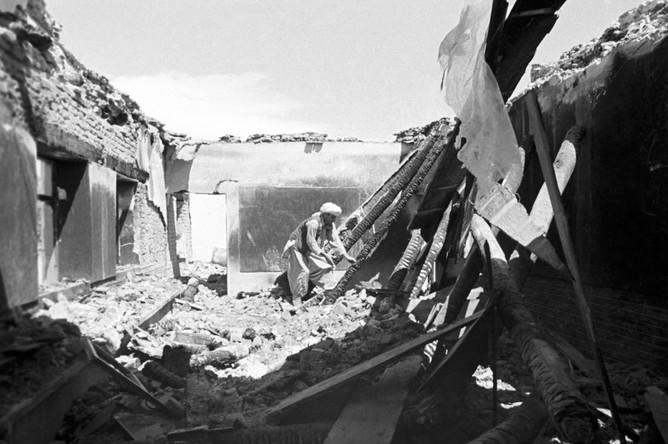 Разрушенная боевиками школа в провинции Гардез. 1981 год