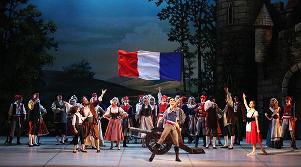 «Пламя Парижа» Михайловского театра
