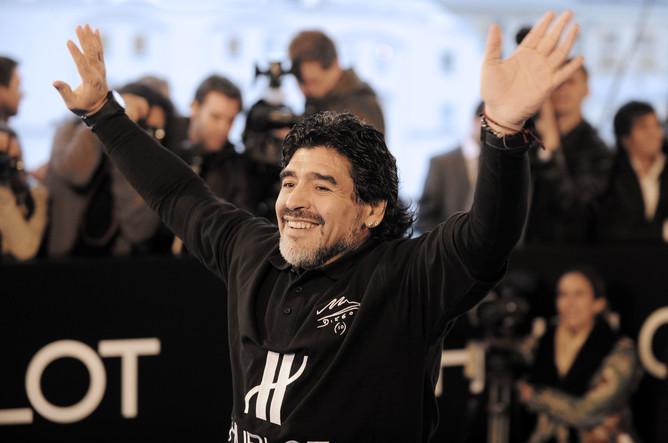 Марадона во время благотворительной акции в Москве. Сентябрь 2010 года