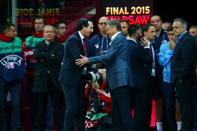 Церемония награждения финала Лиги Европы. Победителем турнира стала «Севилья», обыгравшая «Днепр» со счетом 3:2