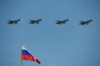 Истребители-бомбардировщики Су-34 во время воздушной части военного парада в Москве в честь 71-й годовщины Победы в Великой Отечественной войне 1941-1945 годов