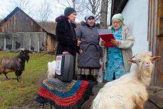 Жительница деревни Клюкино во время парламентских выборов в России, 4 декабря 2011 года