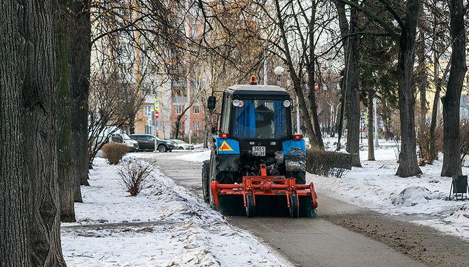 Тракторы-имитаторы подчистили «Жилищник»