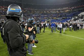 Матч «Лион» — «Бешикташ» был задержан на 45 минут