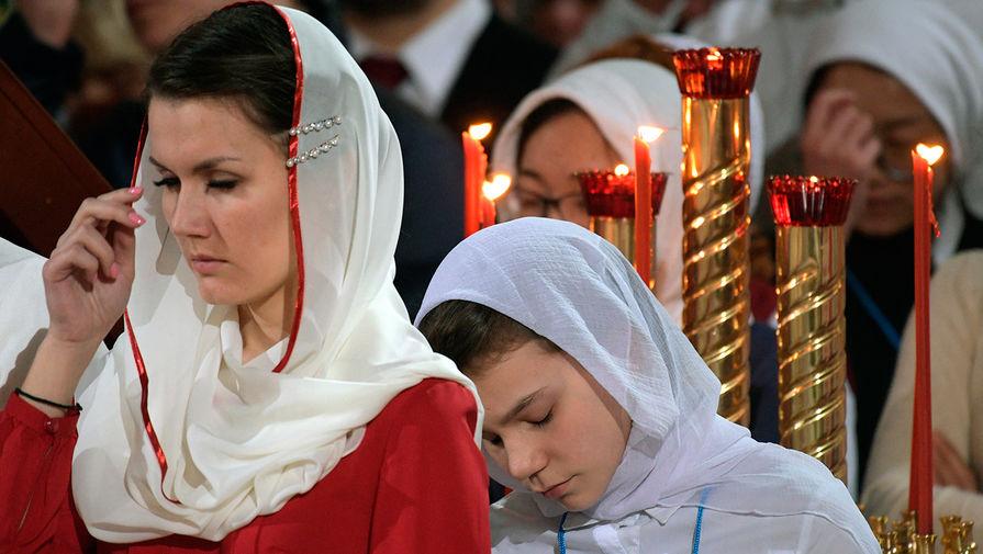 В РПЦ посоветовали девушкам искать мужей в храме