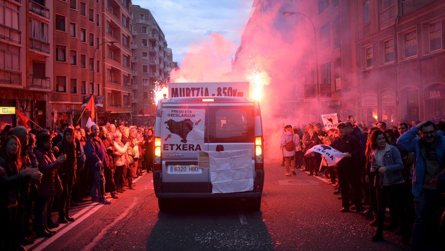 Демонстрация в защиту прав находящихся в заключении баскских сепаратистов из организации ЭТА в...