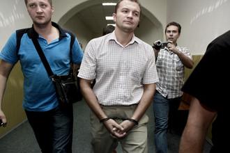 Экс-начальник отдела по расследованию особо важных дел ММСУТ СКП Иван Кожевников (в центре)