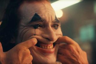 Актер Хоакин Феникс в роли Джокера. Кадр из фильма «Джокер» (2019)