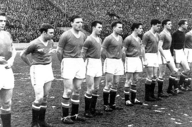 Последняя фотография состава команды «Манчестер Юнайтед» перед крушением самолета авиакомпании British European Airways в аэропорту Мюнхена 6 февраля 1958 года