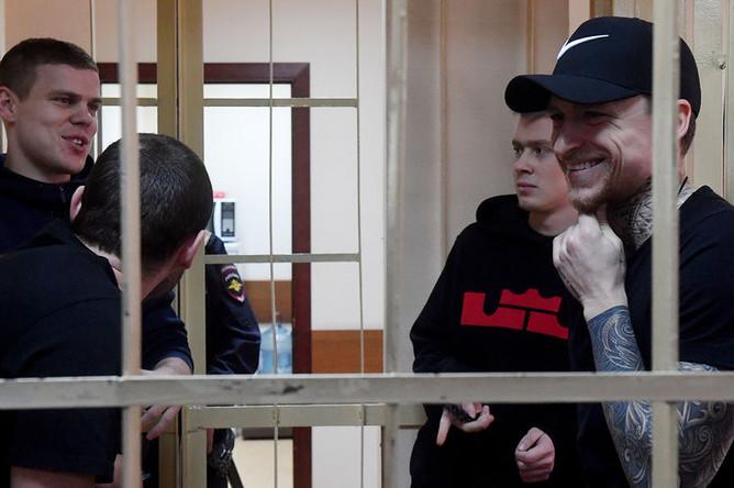 Александр Кокорин, Александр Протасовицкий, Кирилл Кокорин и Павел Мамаев во время заседания Пресненского районного суда Москвы, 9 апреля 2019 года