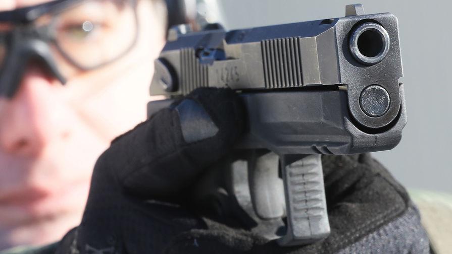 Демонстрационные стрельбы из самозарядного пистолета «Удав» во время презентации в Подмосковье, январь 2019 года