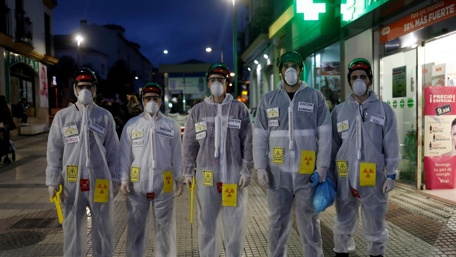 Врачи в масках от коронавируса