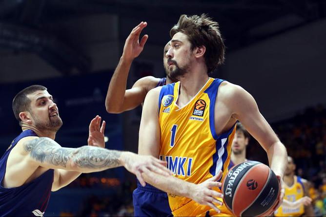 Лидер «Химок» Алексей Швед в матче с «Барселоной» в баскетбольной Евролиге