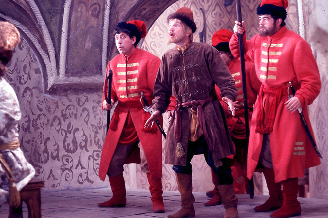 Савелий Крамаров в сцене из фильма «Иван Васильевич меняет профессию», 1973 год