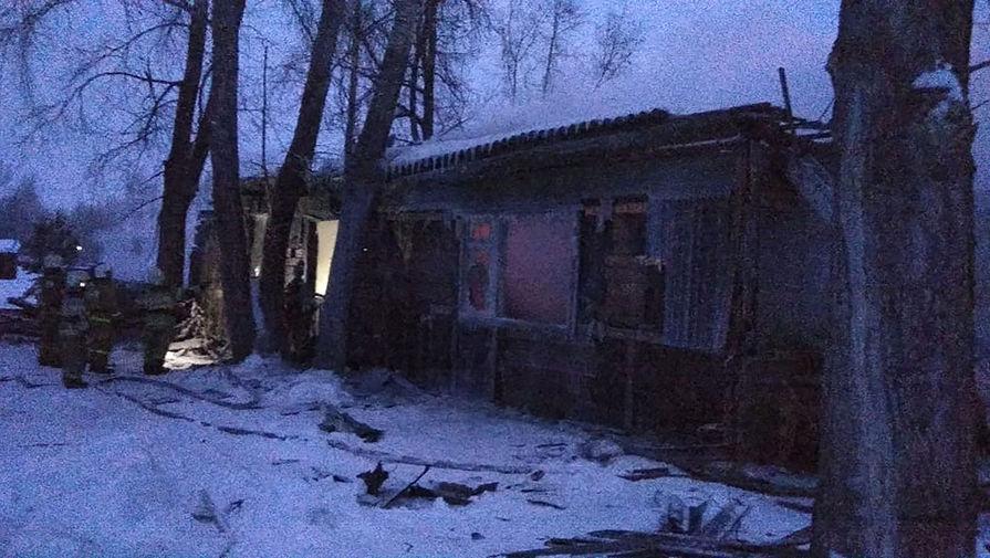 На месте пожара в деревянном жилом доме в поселке Причулымский в Томской области, в результате которого погибли 11 человек, 21 января 2020 года