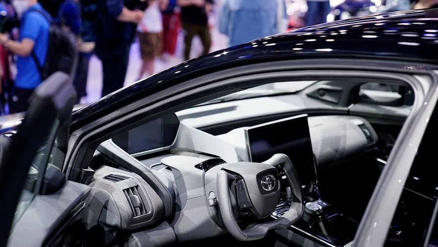 Интерьер электрического концепт-кара Toyota bZ4X на Шанхайском автосалоне, апрель 2021 года