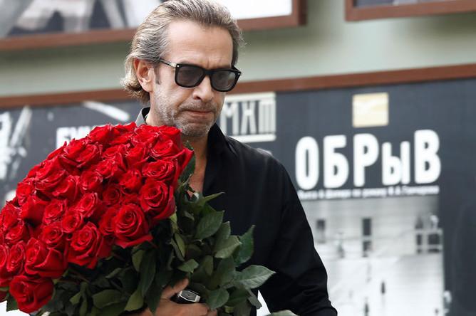 Актер Владимир Машков перед началом церемонии прощания с режиссером Дмитрием Брусникиным, 13 августа 2018 года