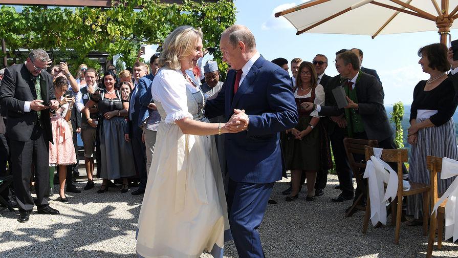 Путин и Курц поговорили в аэропорту после свадьбы главы МИД Австрии