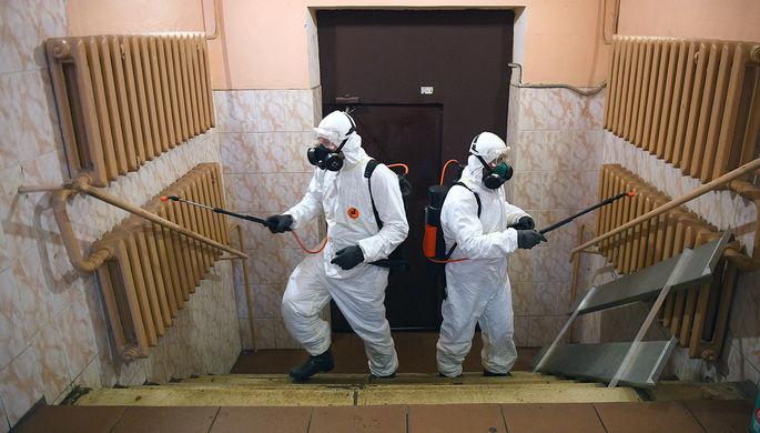 Дезинфекционная обработка в подъезде жилого дома в Москве, 30 марта 2020 года