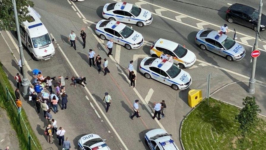 Ситуация на Ленинском проспекте, где в ходе перестрелки были ранены два сотрудника полиции, 15 июня 2020 года
