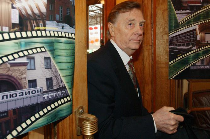 Анатолий Кузнецов на церемонии открытия отреставрированного кинотеатра «Иллюзион», 2004 год