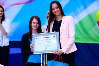 Юная гимнастка Светлана Новикова и олимпийская чемпионка Анна Гавриленко