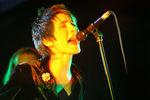 """Альбом """"Спасибо"""" (2007) объединил всебе гитарную рок-музыку и джаз, блюз, трип-хоп и рок-н-ролл. Сэтим альбомом Земфира отправилась втур, который начался во Владивостоке, а завершился вМоскве. Водном изинтервью 2007 года артистка заявила, что группы """"Zemfira"""" больше нет, и она сотрудничает сразными музыкантами. <br><br> Нафото: Земфира во время концерта, посвященного презентации своего нового альбома «Спасибо» вЦСИ «Винзавод», 2007 год"""