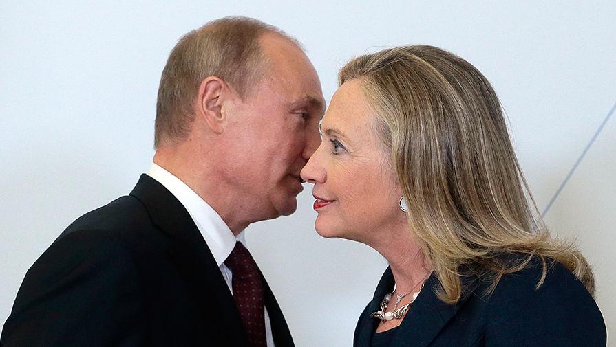 Президент России Владимир Путин и госсекретарь США Хиллари Клинтон на саммите АТЭС во Владивостоке...
