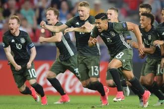 Футболисты молодежной сборной Германии после победы над сверстниками из Англии в полуфинале Евро-2017