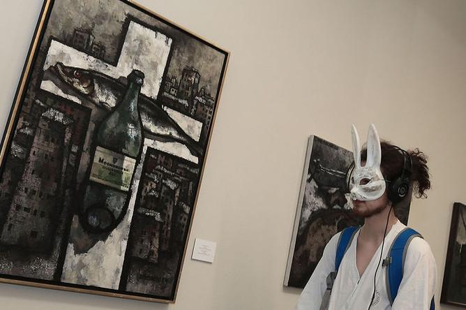 Картина «Русский поп арт № 3» на открытии выставки «Оскар Рабин. Графика 1950-х — 1960-х» в Мультемедиа Арт Музее, 2013 год