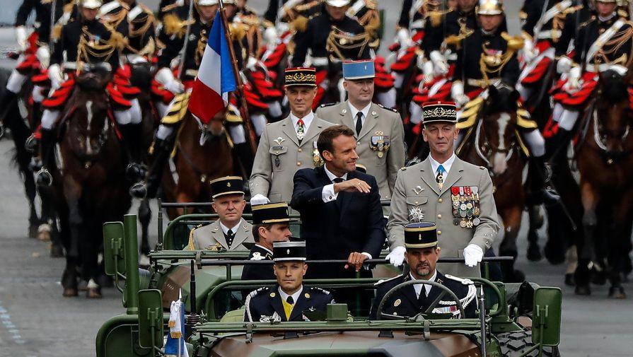 Что Макрон показал миру на военном параде, объяснили СМИ