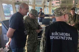Сотрудники украинских правоохранительных служб на борту российского танкера Nika Spirit (Neyma) в украинском порту Измаил, 25 июля 2019 года
